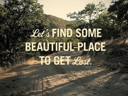 ¡Es viernes! Encontremos un lugar precioso en el que perdernos #wanderlustwisdom Frases de viajes
