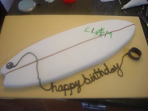 Emily's Cakalicious: Surfboard Cake