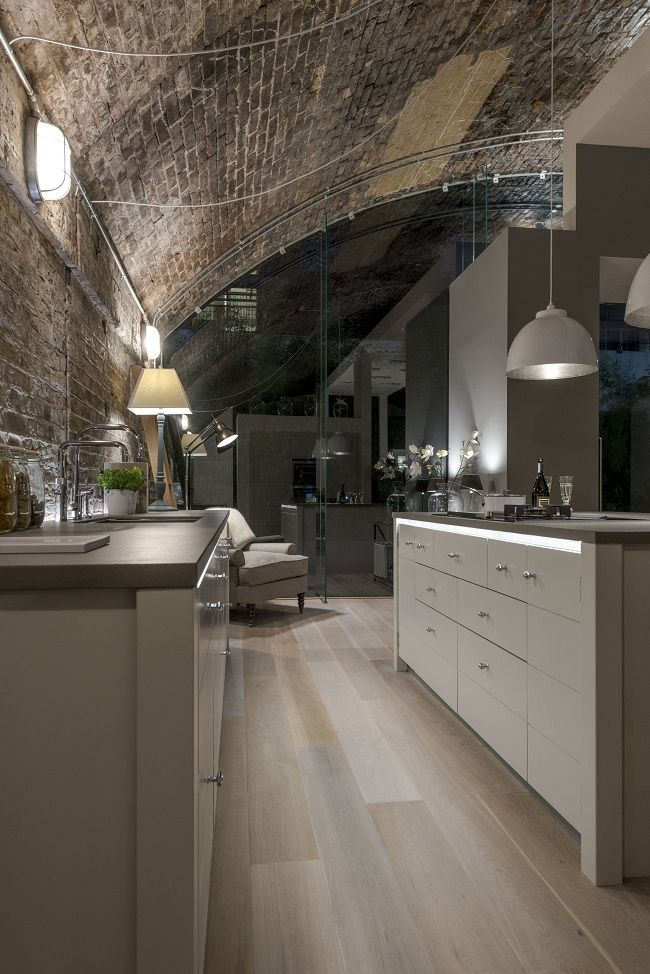I would like to walk around this kitchen and get the feel of it - I do like it ! modern kitchen limehouse from neptune (3)