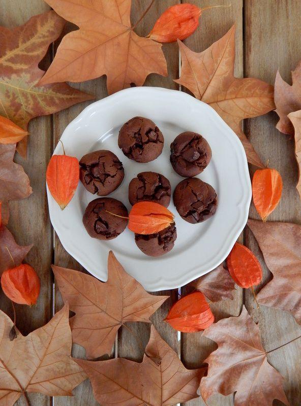 Food for thought: Σοκολατένια μπισκότα με ταχίνι, αλεύρι φαγόπυρου και μέλι