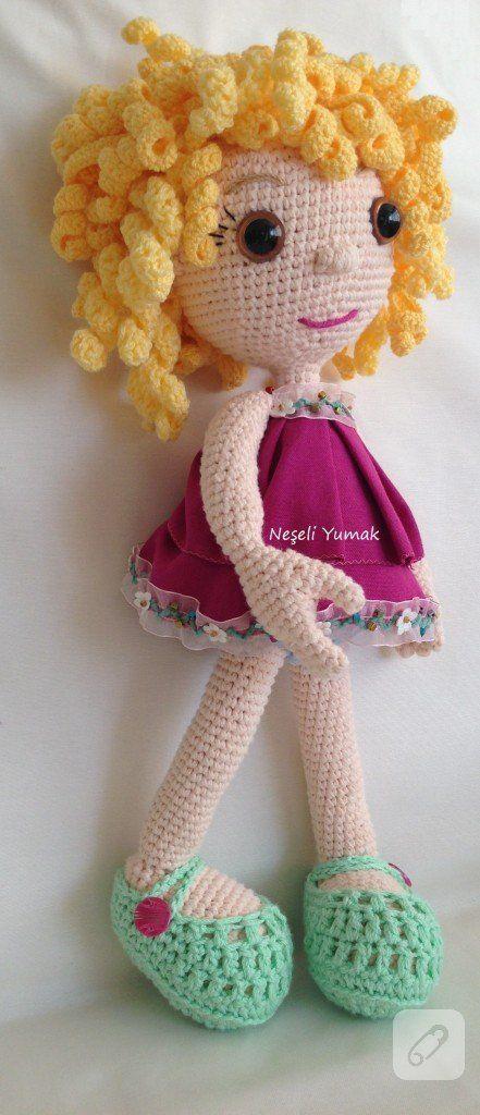 amigurumi tekniği ile yapılmış sarışın bukleli pek şirin bir oyuncak bebek modeli ve daha pek çok ilham alabileceğiniz el yapımı oyuncak örneği 10marifet.org'da
