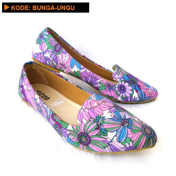 Sepatu Wanita Motif BUNGA-UNGU yang cantik dengan bahan kain yang lembut, sangat cocok untuk hangout atau jalan-jalan.      Kode : BUNGA-UNGU   Pilihan Ukuran :36, 37, 38, 39, 40   Warna :Motif BungaUngu