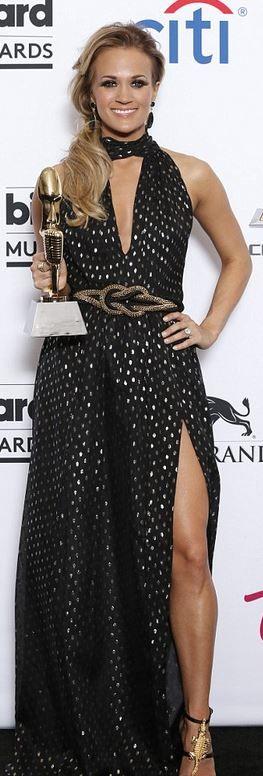 Carrie Underwood: Dress – Jill Stuart  Shoes – Giuseppe Zanotti  Earrings – Jorge Adeler  Ring – Amrapali  Purse – Rene Caovilla