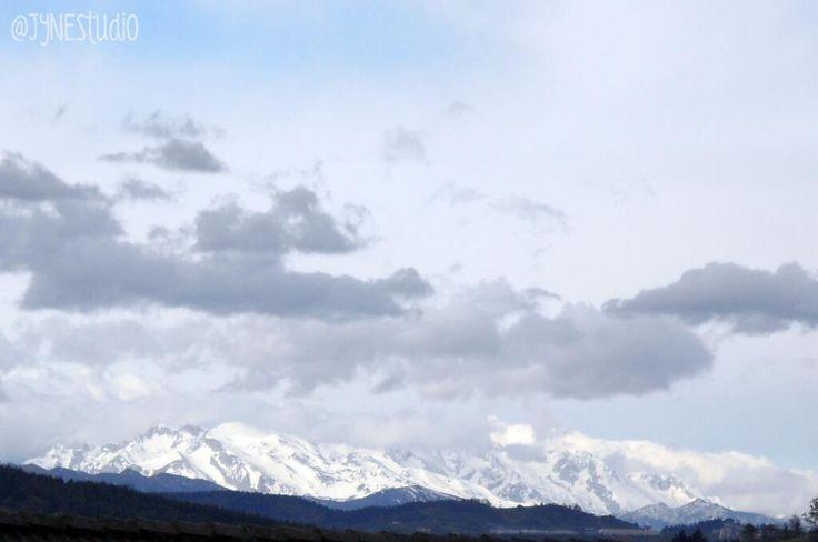 Las vistas de los #PicosDeEuropa desde Renedo de #Pielagos no están mal... #inspiracionJyN pic.twitter.com/jkm9btrATW