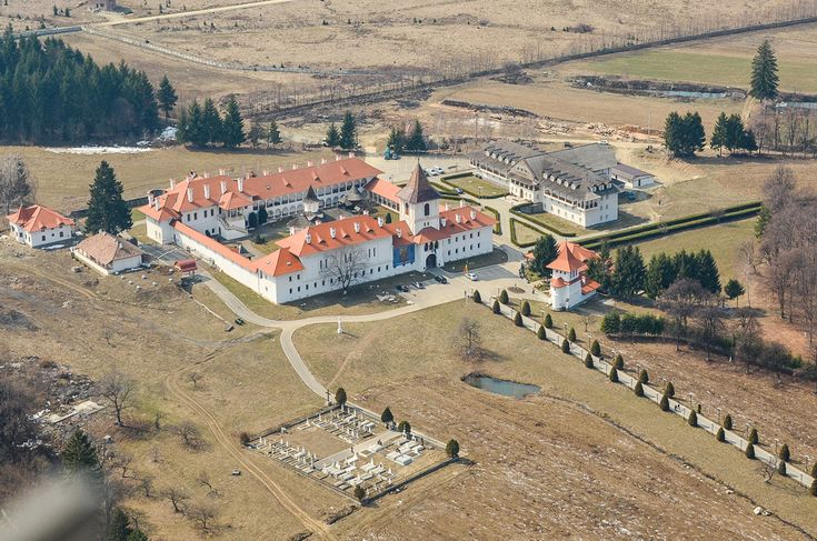 5  Mănăstirea Sâmbăta de Sus. (  Dragoş Asaftei  ) -