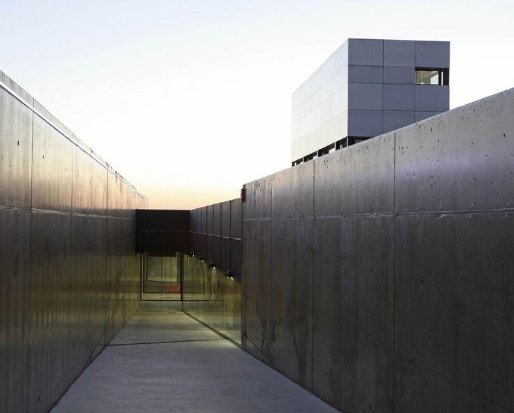 Gallery of Multi-Purpose Building For Central Termosolar Astexol-2 / Sáenz De Oiza Arquitectos - 3