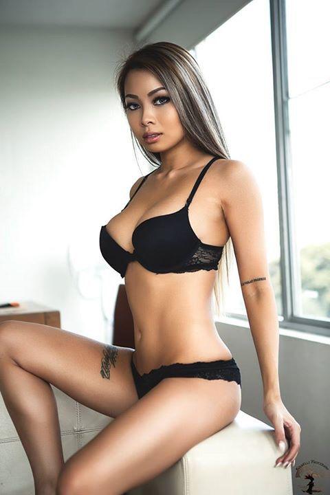 Annie Celine…, Sexy babe