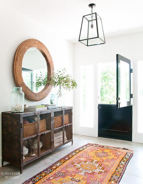 bright rug, black door, vintage lockers//slick entry
