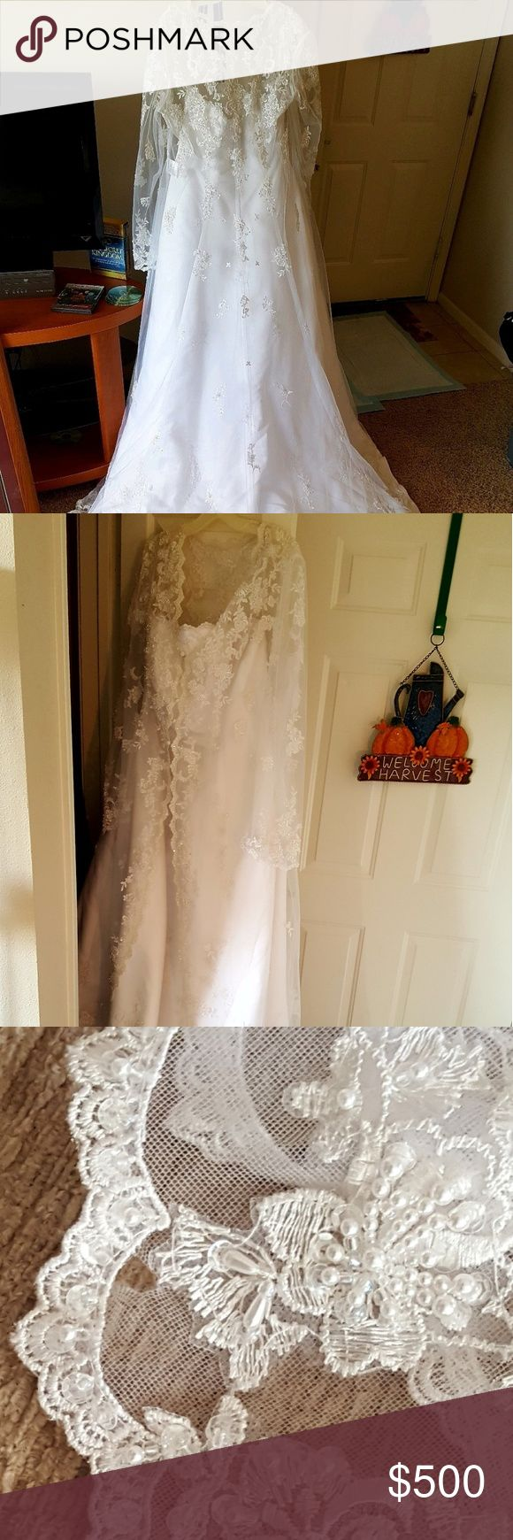 "STUNNING, WHITE, PLUS SIZE/18W, WEDDING DRESS! PLUS SIZE, DAVID'S BRIDAL, WHITE WEDDING DRESS, 18W, ""NEW"" SMALL TEAR ON THE SLEEVE.  NEEDS TO BE CLEANED HAS ONLY BEEN IN GARMENT BAG! David's Bridal Dresses Wedding"