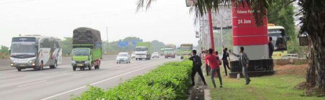 "Jakarta - ""Om telolet om… om… om... telolet dong om!"" teriak anak-anak di tepi jalan ..."