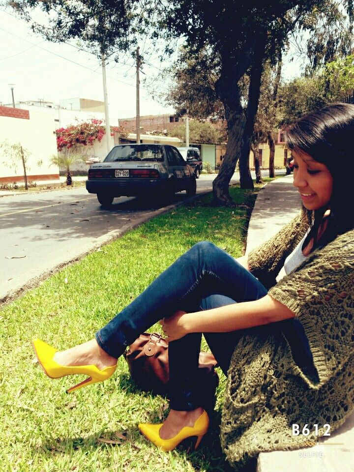 Look dominguero...stilettos amarillos