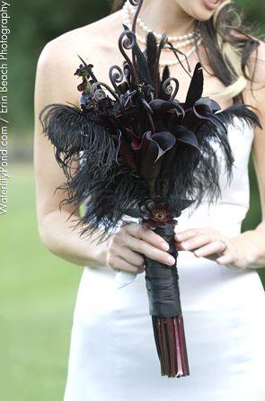 black bouquet, beautiful and elegant #Weddings
