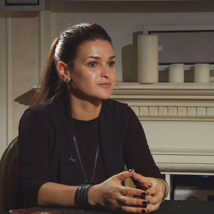 Экстрасенсы берутся за, казалось бы, обычное дело: красивая девушка из шоу-бизнеса Таша Белая не может обрести семейное счастье. В чем причина - покажет расследование! Кто, по твоему мнению, справился с заданием лучше: Виктория Райдос или Лилия Хегай?