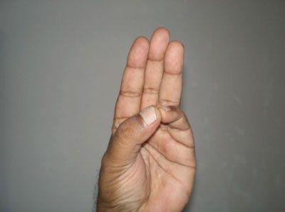 Ułóż dłonie w taki sposób. Nie uwierzysz, jak zaskakujące efekty to przyniesie – Strona 2 – LOLmania.pl