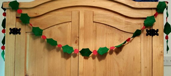 Felt Holly garland. Christmas bunting. by Twiddliebits on Etsy