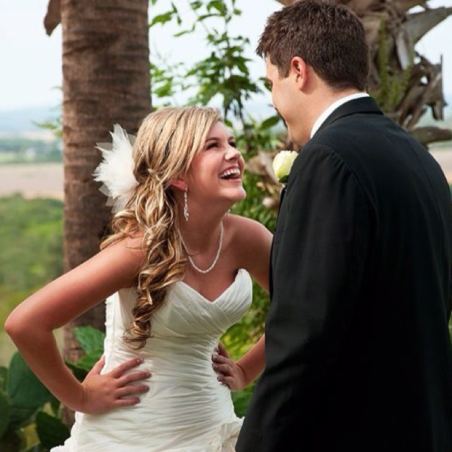 These people look like cuties! First look from the brides side(: