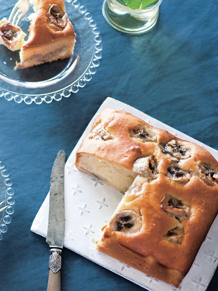 シンプルな味のバナナブレッドは甘さ控えめ。朝ごはんに食べてもよし、ティータイムのお供にもぴったり。はちみつを加えることで、キレのいい甘さになり、バナナの風味をより楽しめる。|『ELLE gourmet(エル・グルメ)』はおしゃれで簡単なレシピが満載!