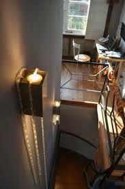 Calida ambientación única en su estilo. Escala de acceso a segundo piso habitaciones Patio Ferreiro B&B Cartagena, Chile.