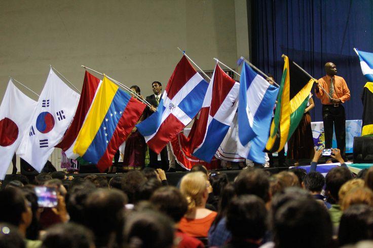 """https://flic.kr/p/gWBEvr   Feria y Programa Día Raza y Naciones Unidas 2013   Feria y programa del Día de la Raza y las Naciones Unidas """"Colores por la paz"""", realizados en la Universidad de Montemorelos el 20 de octubre del 2013. Fotografía:Aljafet Chablé"""