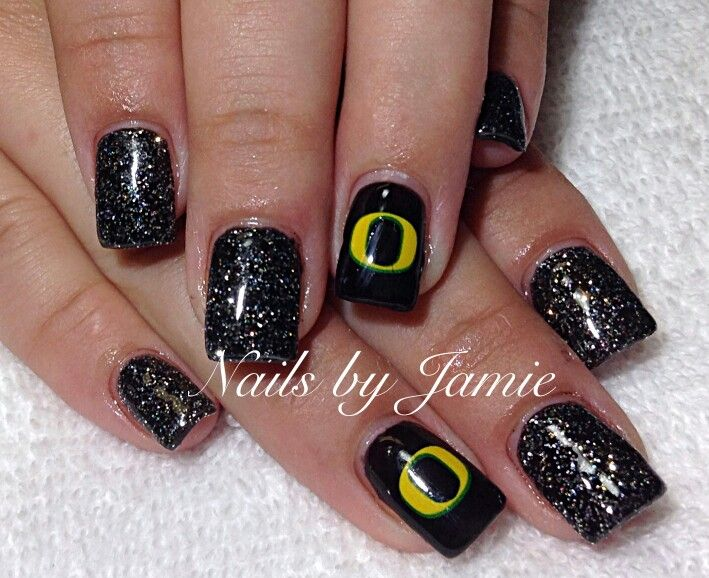 Oregon Ducks Nails by Jamie Duffield Eugene, Oregon 541-556-8337 To book an appointment go to: www.styleseat.com/jamieduffield