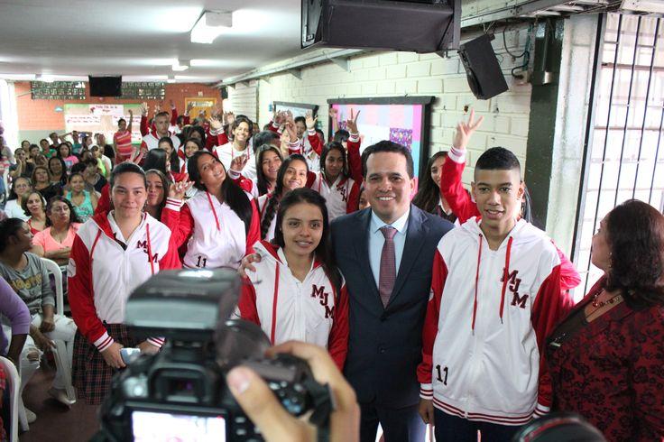 Entrega de chaquetas Prom 2015 a los alumnos de la I.E María Jesús Mejía