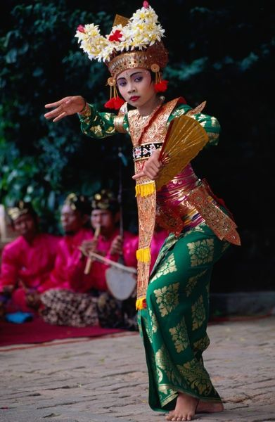 BALINESE DANCER.....INDONESIA.....PARTAGE OF OESTERKONING OESTERMAN BALI VILLA BUDDHA........