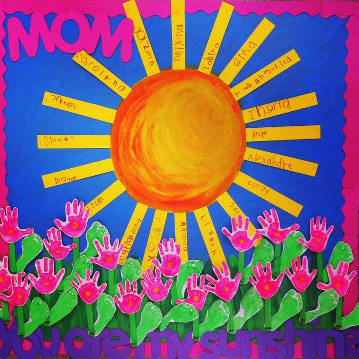 Mothers day: You are my sunshine. Fondo pintado a mano. Rayos de sol con el nombre de cada madre escrito por los niños y flores hechas con sus manos y pies. Un rayo de amor para el corazón de las mamás, los verdaderos soles de nuestras vidas.