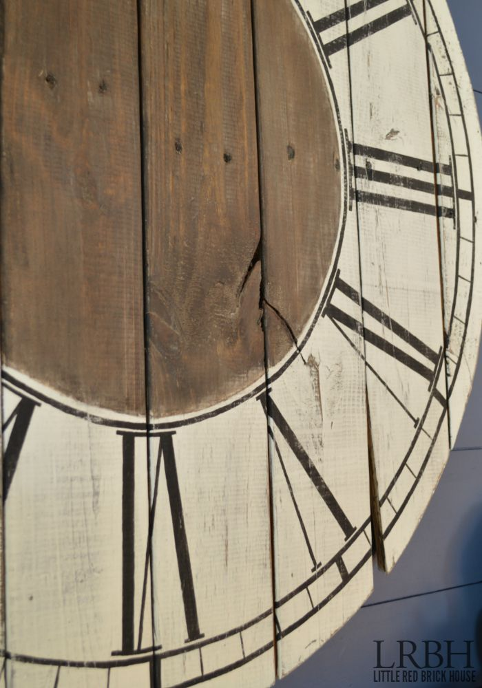 GORGEOUS! Can you believe this clock was made from pallet wood?! Read the tutorial to see how a pile of pallet wood became a beautiful roman numeral clock!