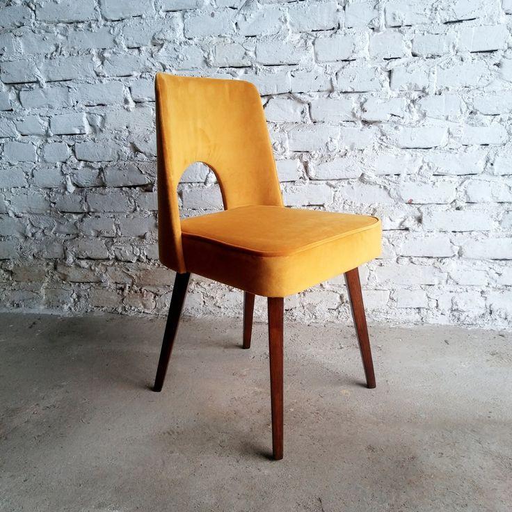 """Polskie krzesło typu """"muszelka"""" z lat 60. po gruntownej renowacji. Obicie zostało wykonane z najwyższej…"""