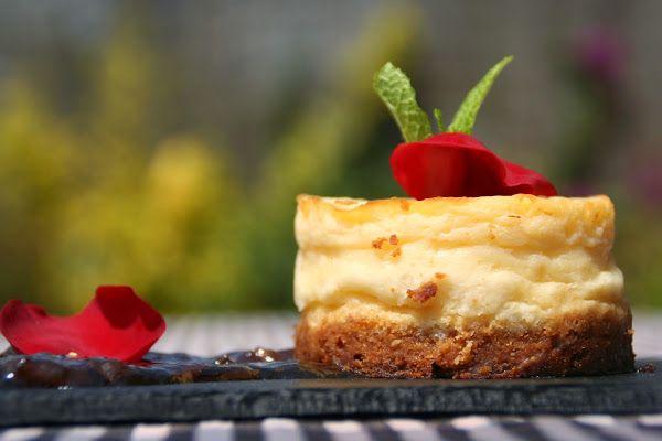 Pastel de queso con mermelada de pétalos de rosa | Cocinar en casa es facilisimo.com