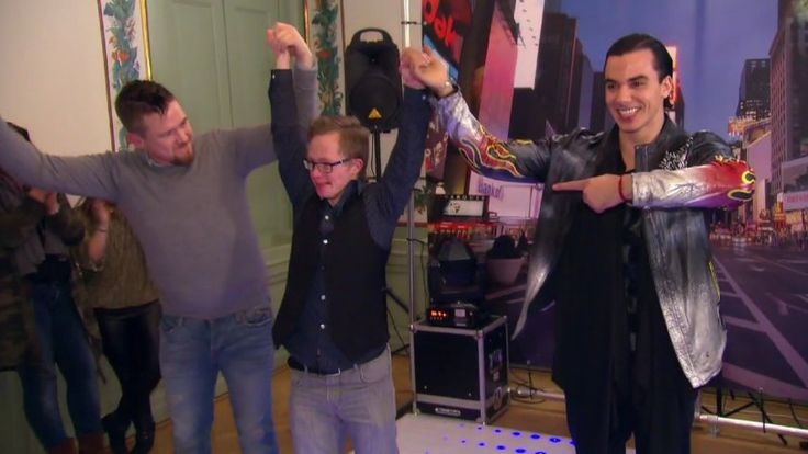 Sometimes dreams do come true! Jitse got the chance to dance with Timor Steffens. https://youtu.be/JbXFI2KWE7o / On March 29 2017 Timor Steffens was a guest in tv-show 'Hotel SynDroom' by Johnny de Mol. People with down syndrome work in the hotel. Dreams of guests with a mental handicap will come true (SynDroom is SynDream) http://www.superguide.nl/nieuws/gemist-jitse-danst-de-sterren-van-de-hemel-in-hotel-syndroom-news-20021