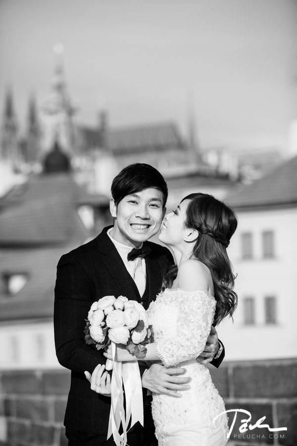 #Pre-wedding photo shoot in #Prague | wedding photographer pelucha