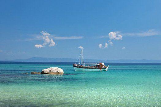 Verborgen baaien en traditionele dorpjes op het oogverblindende Griekse #schiereiland #Halkidiki! #Griekenland #vakantie #zonvakantie #zomer #zon #strand #eiland #reizen #travel #travelbird #resort