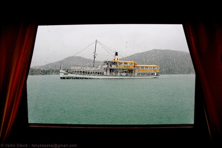 A rainy boat tour on Lake Wörthersee, Austria