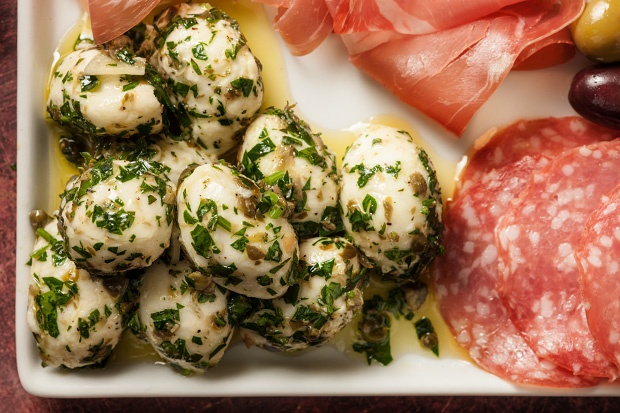why don't Imake these more often - delicious!  Marinated Bocconcini