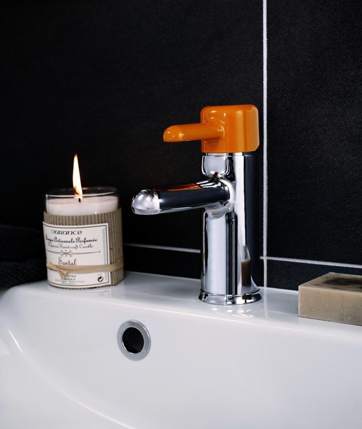 Tvättställsblandare från Logic. Energiklass A, sparar vatten och energi. Färgade spakar finns som tillval. | GUSTAVSBERG
