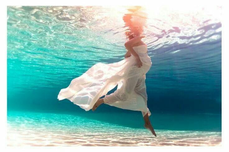 Underwater maternity photo.