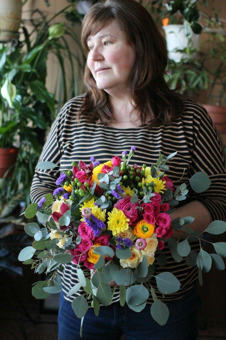 Flowers shop Букет из ранункулюсов, хризантем, роз, эвкалипта.