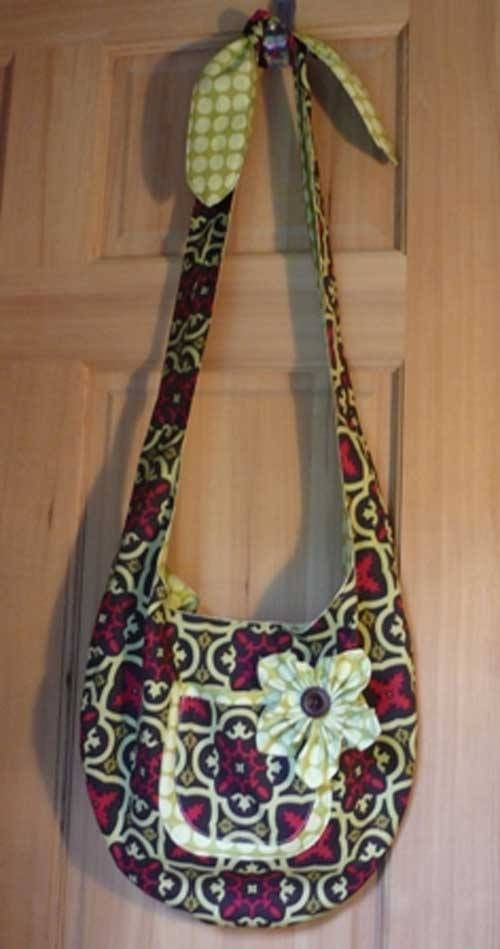 This free bag pattern is brought to you by Crafty Staci. Get the free bag pattern here