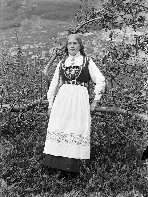 Woman in bunad, by Paul Stang; taken circa 1910 Stongfjorden, Sogn og Fjordane Fylke, NO--Fylkesarchivet i Sogn og Fjordane