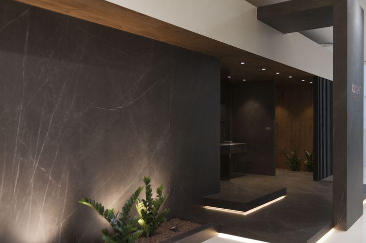 Infinitas posibilidades del porcelánico de gran formato XLIGHT de URBATEK en la XXIV Muestra Internacional de #Arquitectura Global & #Diseño Interior de #PORCELANOSA Grupo. - #PorcelanosaExhibition #Design #Interiorism #Architecture #Interiorismo #Tiles #porcelain #porcelánico #Crafts #Ceramic #Wall #Decor #Minimal #Garden #Exterior