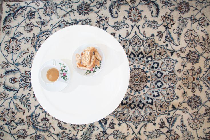 Perzisch tapijt (Nain) in woonkamer van ons vakantiehuis in Le Marche, Italie | Villa Fiore