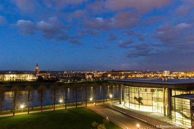 Das Maritim Hotel Dresden an der Elbe ist der ideale Startpunkt für ein Sightseeing. Zu Fuß können sie Sehenswürdigkeiten erkundet werden. Mein Hotelcheck.