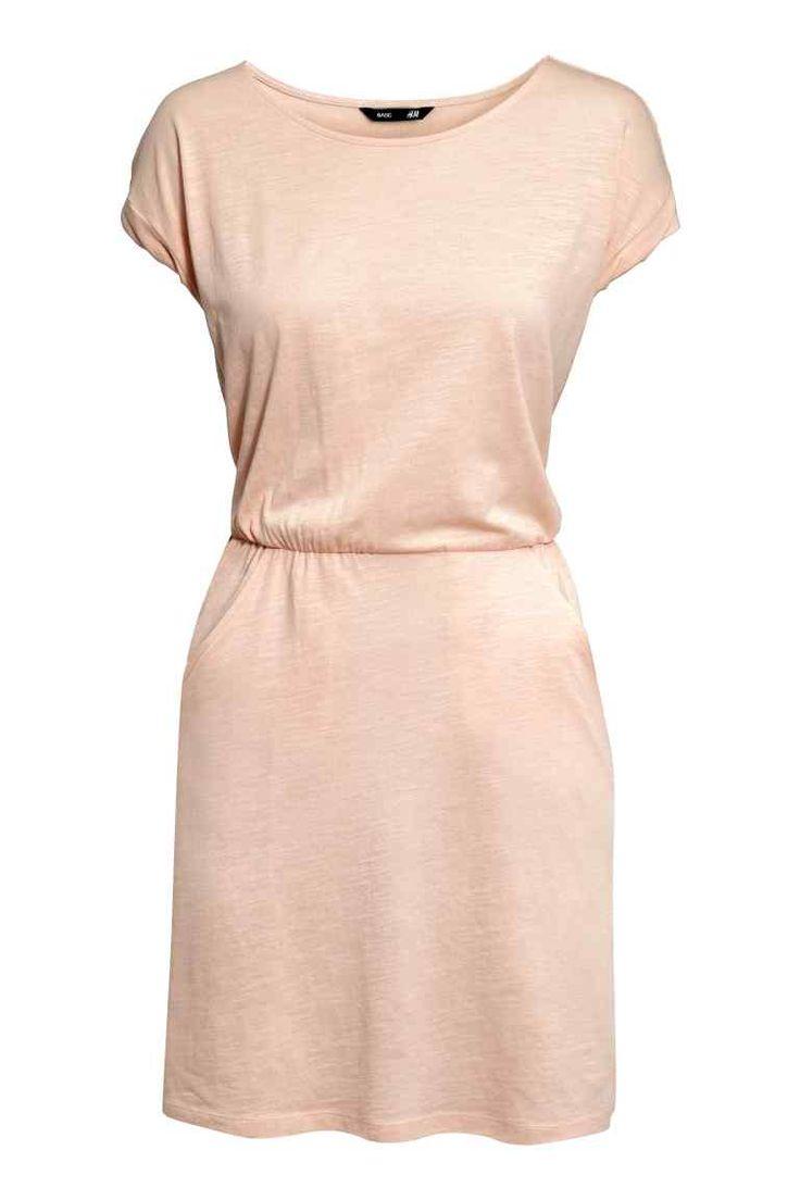 Rochie cu mâneci scurte | H&M 59,90 LEI Culoare: Pudră/Număr articol: 0202017024