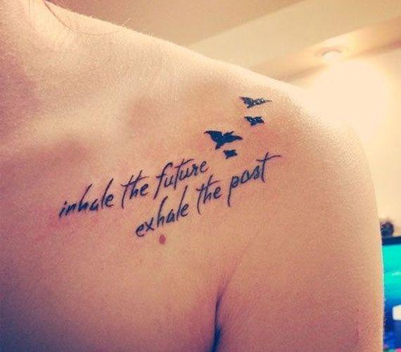 Lélegezd be a jövőt, engedd ki a múltat - szól a felirat.
