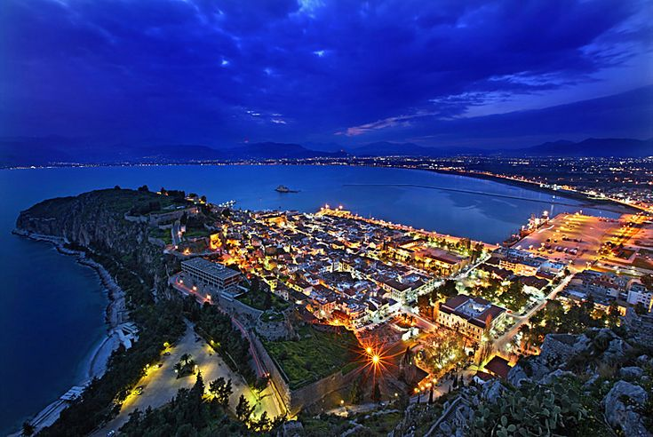 This one really caught my attention as I was looking for superb photos of Nafplio to pin on my boards. I followed the link and guess what... another photo by Hercules Milas (16 March 2009). Extra credit to Hercules for this one because on his note he says that he actually climbed the stairs to the top of Palamidi twice on that same day to take two of the most magnificent photos of Nafplio I have come across on the web.