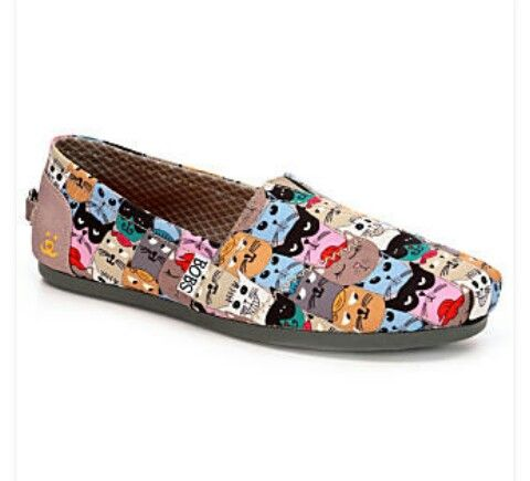 Cartoon Kitty Bob's shoes