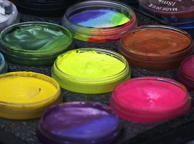 Homemade Face Paint tore bought face paint have a list of ingredients that I can't even pronounce.  Here's a recipe for face paint that you can feel good about putting on your child's face....and they are all ingredients that you probably already have in your pantry!