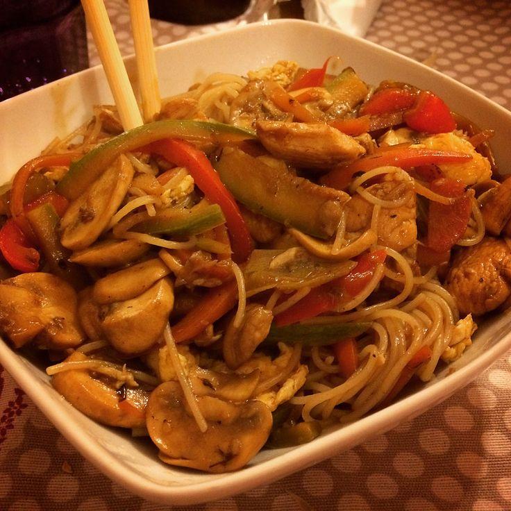 Ricetta salutare ricca di verdure croccanti, con pochi grassi e salsa di soia 'come se piovesse'.