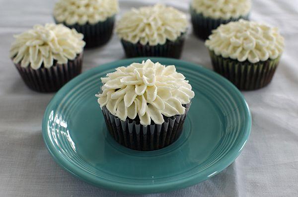 Easy Mum Cupcakes Frosting Technique